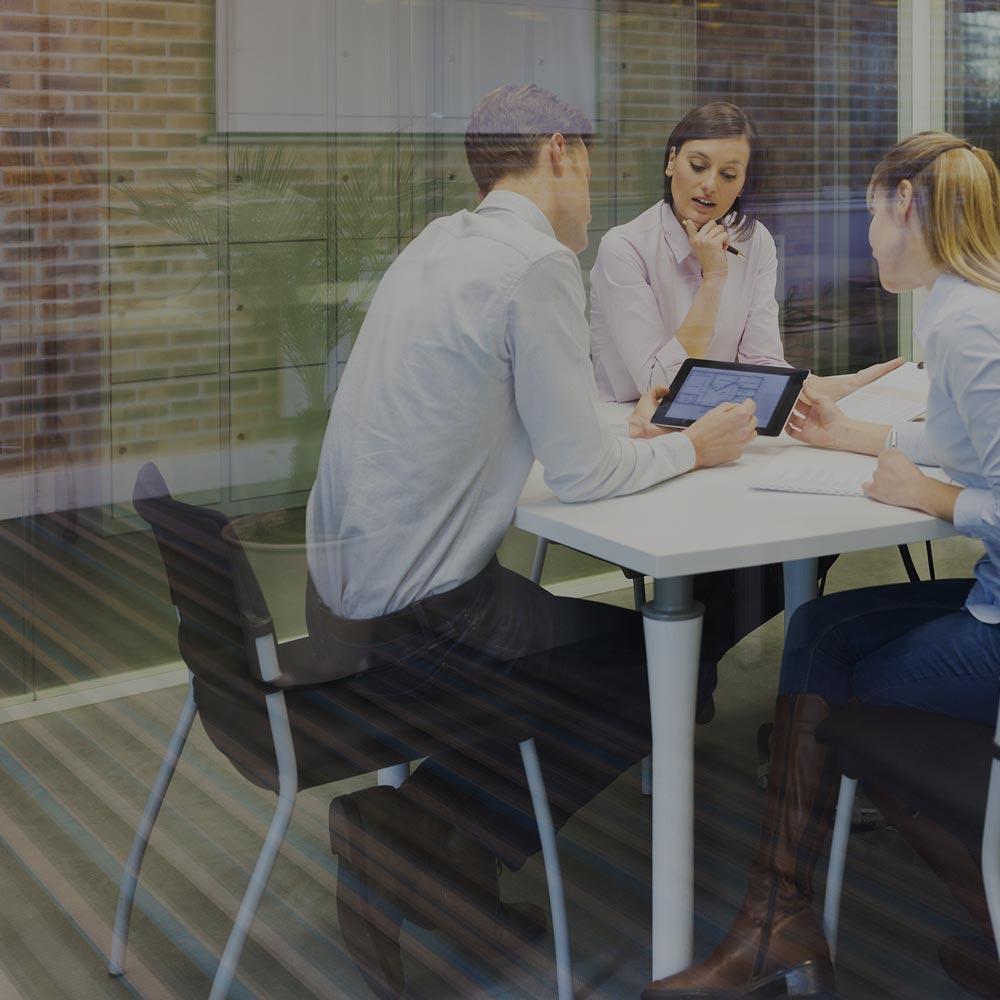 Aujourd'hui, les informations circulent à travers les murs et les frontières à la vitesse de la lumière. Lorsqu'une occasion se présente, des entreprises du monde entier utilisent SMART pour rassembler leurs équipes.
